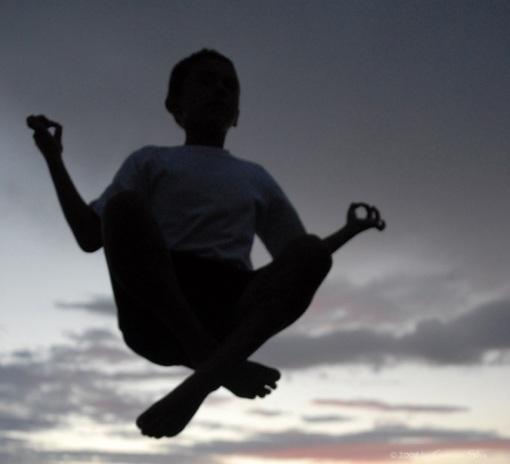 Sunset levitation -- levitando en el atardecer -- bliss, éxtasis